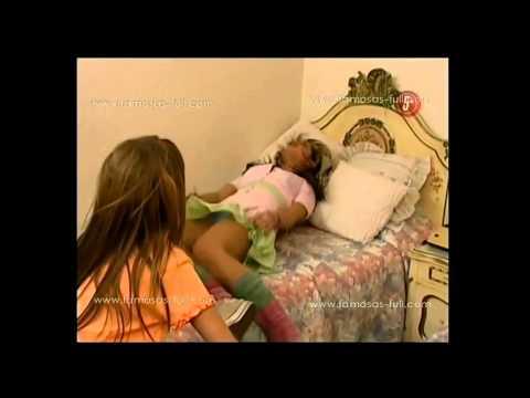Hermosa Eiza González nos muestra su calzon usando una mini faldita cortita