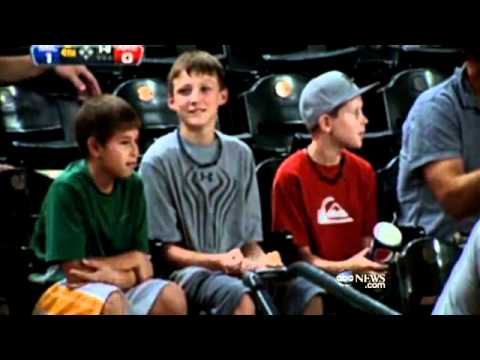 Little boy's kind gesture at an Arizona Diamondbacks game caught on tape. SUBSCRIBE for the latest news and updates from ABC News � http://www.youtube.com/subscription_center?add_user=abcnews...