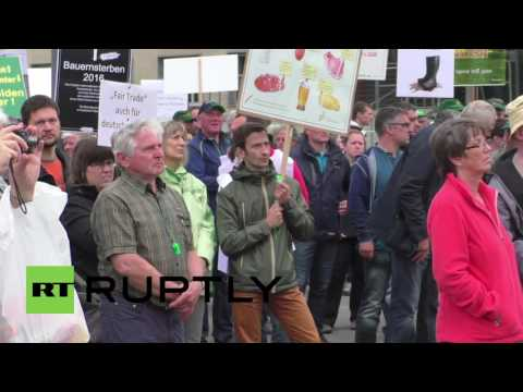 Germany: Farmers protest low dairy prices, citing EU's Russia sanctions