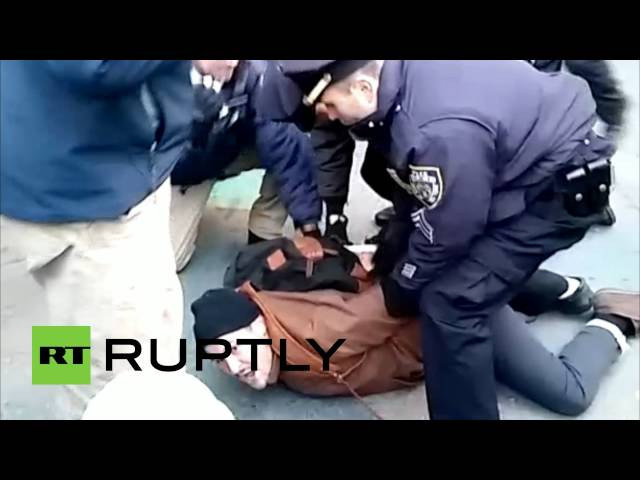#BlackOutBlackFriday: Police arrest Ferguson protesters in NYC