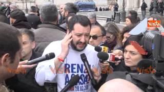 video (Agenzia VISTA) - ROMA, 25 Febbraio 2015 - Contestazioni a Roma, a Piazza del Campidoglio, dove il segretario della Lega Nord Salvini ha guidato un sit in di protesta contro il Sindaco Ignazio...