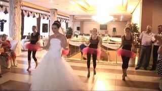 Приколы на свадьбе! Жених в шоке от подарка невесты!