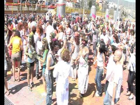 Holi Festival in Barcelona (Spain). La fiesta de los colores india con Bollywood Sitare