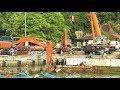 Dredger Kapal Keruk Disassembly By Hitachi Zaxis 200 Excavator And Mobile Crane Zoomlion Tadano