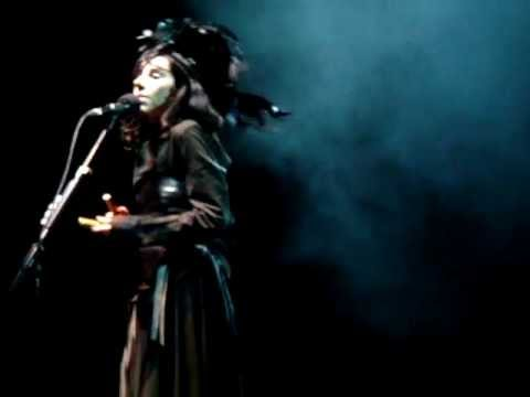 PJ Harvey - Down By The Water live @ O2 Apollo, Manchester 2011