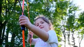 Bear Archery 1st Shot Bow Set, Beginner bow set comes ready to shoot with two Safetyglass arrows