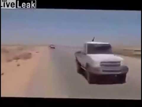 HELICÓPTERO DE ATAQUE APACHE  ESCOLTA A UN CONVOY DE ISIS DESDE  IRAK HASTA SIRIA.