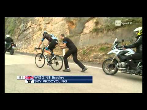 Bradley Wiggins throws away the bike at Giro of Trentino 2013 - stage 4