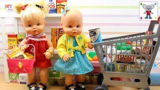 Las Bebés NENUCO HERMANITAS TRAVIESAS compran Comiditas en el SUPERMERCADO de Juguete
