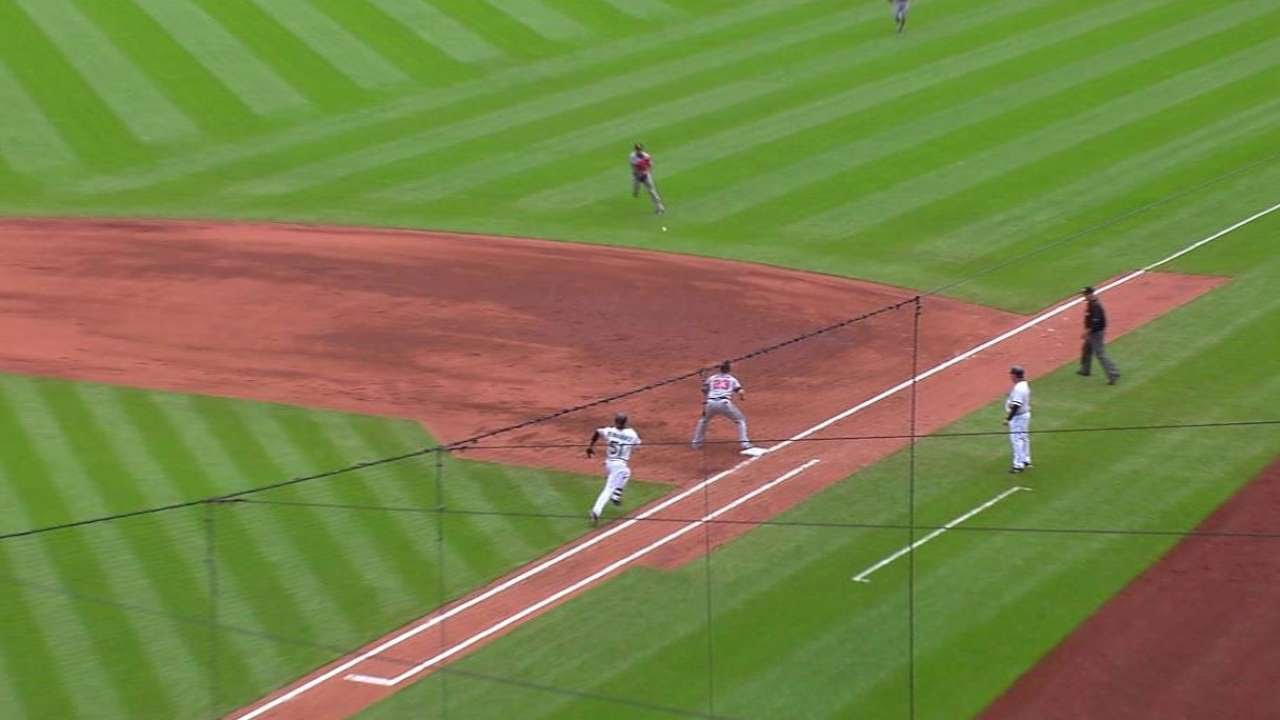 ATL@PIT: Peterson robs Hernandez of a base hit