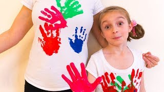 Alicia and Mom have funny play with coloring T-shirts.