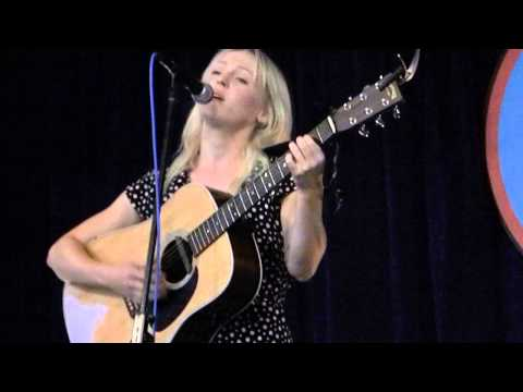 rocknycliveandrecorded.com: Laura Marling @Amoeba