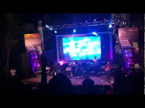 Yaaron Dosti badi hi haseen hai - Live  Bandra Amphitheater