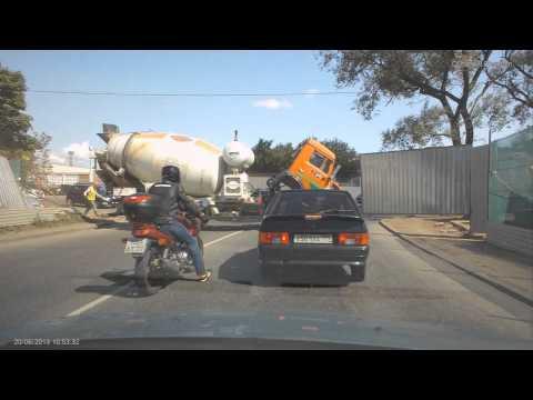 Бетономешалка на дороге