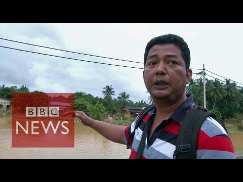 Malaysia floods: Residents take matters in their own hands