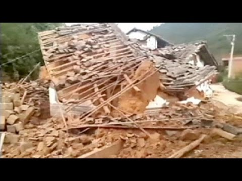 Deadly earthquake hits China killing hundreds
