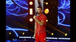 """Băcioiu Gabriel, stand up comedy pe scena iUmor: """"Am doar defecte"""""""