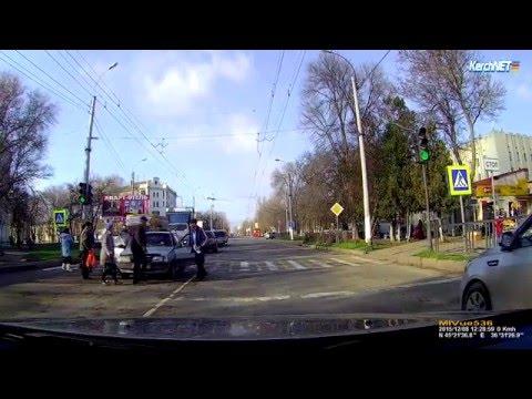 Керчь: в Керчи водитель сбил коляску с ребенком на пешеходном переходе