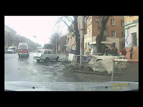 ДТП в Кривом Роге с ВАЗ 2102 | 1kr.ua