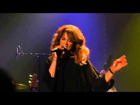 Mercedes benz 1 songtext von chimene badi lyrics for Mercedes benz song lyrics