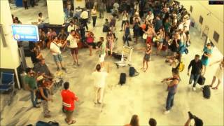 Grece Flash mob aeroport orchestra Hd 1080p