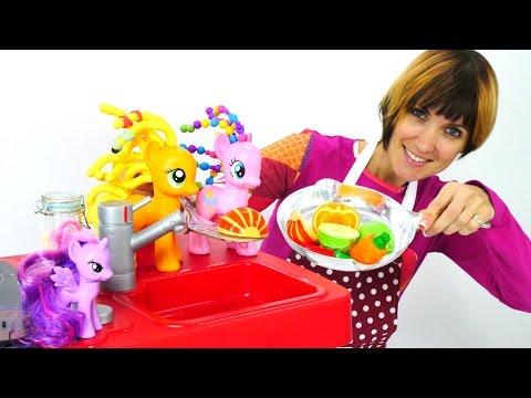 Игры с Литл пони. Волшебная коробка. Готовим для игрушек