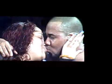 Aventura Concert at MSG | Romeo Kissing a Girl