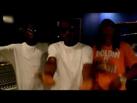 YUNGIN Ft. DJB- #DOPEFRESH OFFICIAL IN STUDIO PERFORMANCE W/ BONUS VIDEO