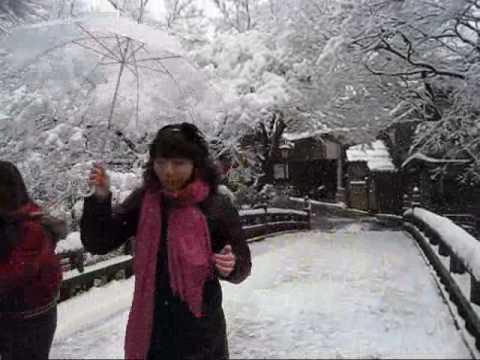 山中温泉こおろぎ橋雪景色(加賀温泉郷) Snow-covered Yamanaka-Onsen Kaga