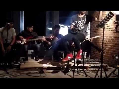 download lagu Fivecoustic - Biarku Sendiri  Cover The Mercy`s & Recycle Ulang NOAH gratis