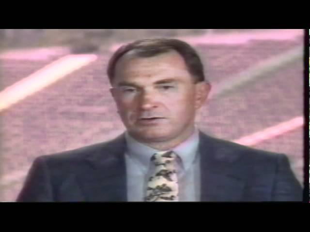 Oregon coach Rich Brooks takes questions from the crowd during Rich Brooks Show 9-15-91
