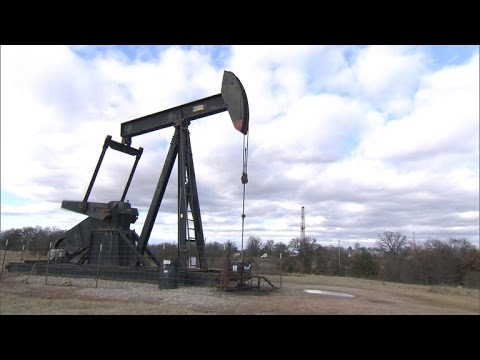 MoneyWatch: Oil prices cause stock slide; Intel pledges to diversify