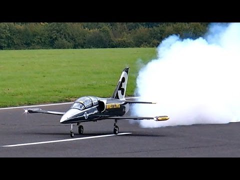 L-39 ALBATROS GIANT SCALE RC TURBINE MODEL JET FULL DISPLAY DEMO FLIGHT / Jet Power Messe 2015