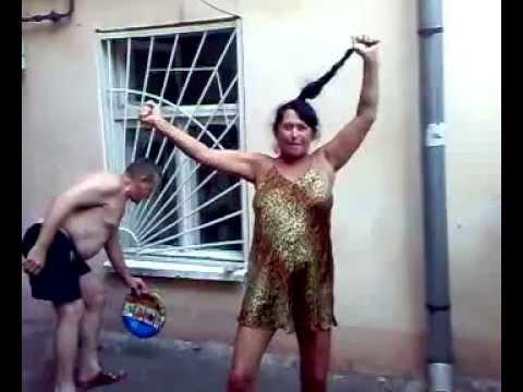 Голые тетки танцуют