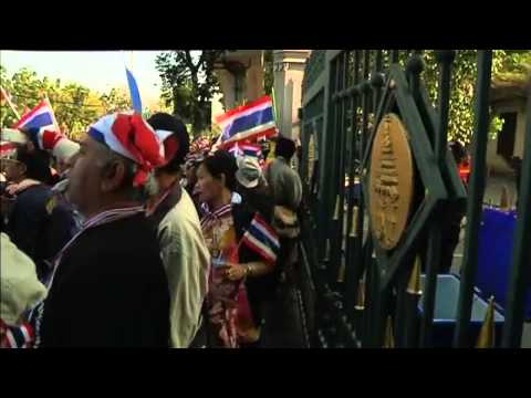 Thailand: protesters try to shut government buildings