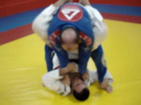 JIU-JITSU www.graciebarracuritiba.com - ARM-LOCK ESCALANDO - Marcos Schubert