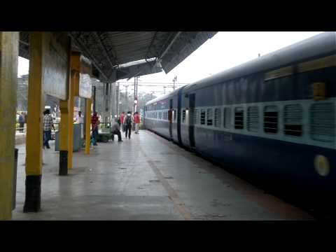 kacheguda bangalore sf express arriving at bangalore city junction on 2012-12-19-220.mp4