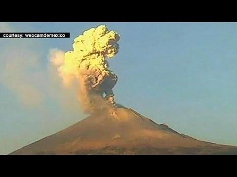 """بركان مكسيكي يتسبب في الغاء رحلات جوية بمطار """"بوبيلا"""" الدولي"""