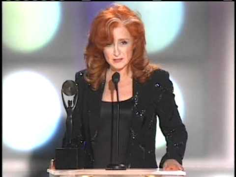 Bonnie Raitt accepts Rock and Roll Hall of Fame Inductions 2000