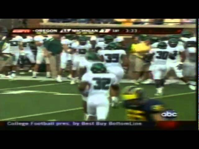 Oregon CB Jairus Byrd recovers a fumble vs. Michigan 9-08-2007