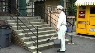キラキラ星を階段で演奏するファンカストさん