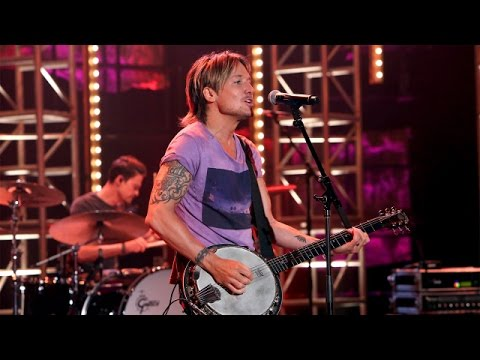 Keith Urban Performs 'Wasted Time'