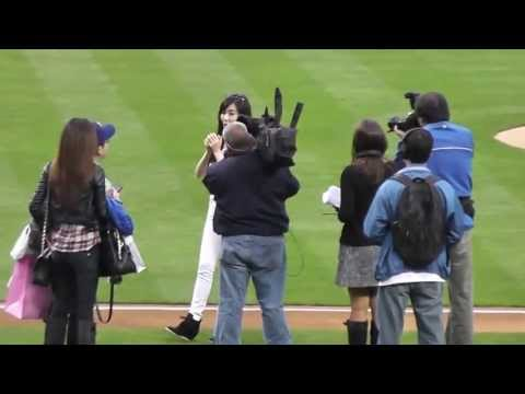 티파니.소녀시대(Tiffany.SNSD) - First Pitch Dodger Stadium.130507