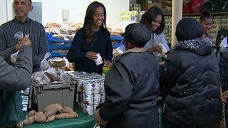 Raw: President Obama and Family Hand Out Food