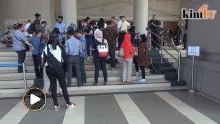 Media wait for Najib, Irwan outside KL court complex