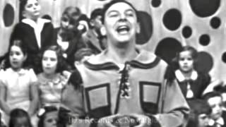 HOWDY DOODY & BUFFALO  BOB SMITH.  The 3 Musketeers Song.  Live 1951 Kinescope.