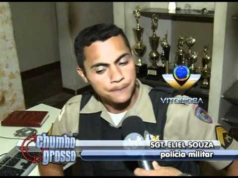 Homem é abordado pela polícia com arma e 11 munições
