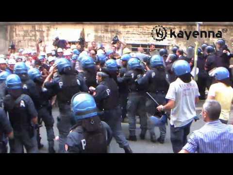ALCOA. Tafferugli e cariche della polizia al corteo, scontri e feriti.