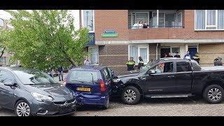 Automobilist ramt meerdere auto's  met grote pick-up in Rotterdam!