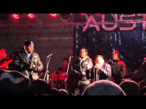 Dilbert Aguilar en YAULI-la oroya, haciendo corear al publico